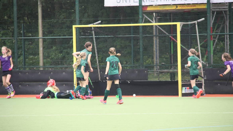 Mädchen B träumen kurz vom Sieg gegen Raffelberg